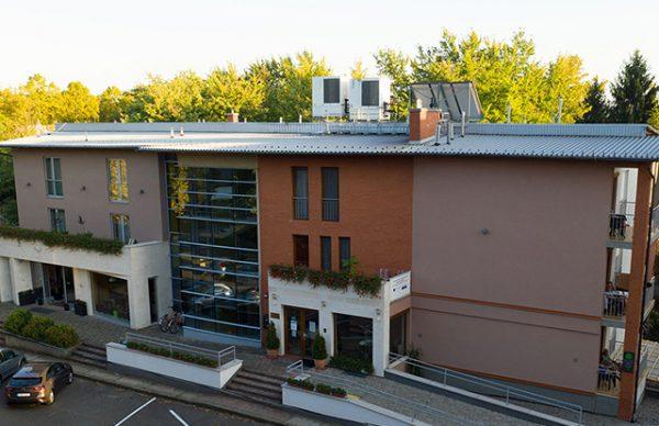 A Hotel Európa Gunaras távlati képe